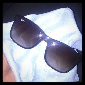 Round double-bridge sunglasses